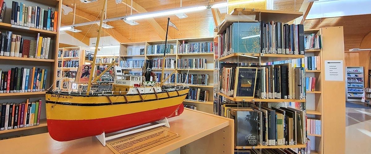 Kirjasto sisältä